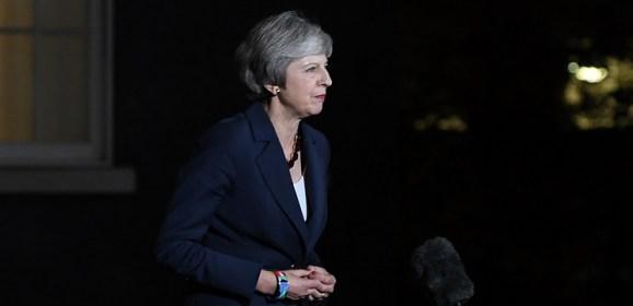 UK cabinet backs Brexit draft