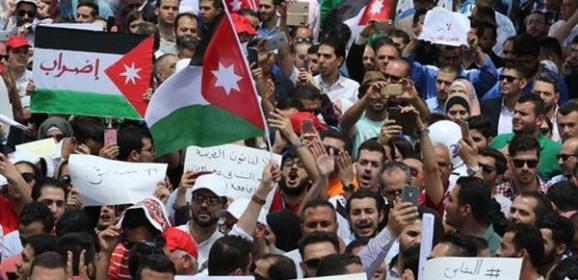 استمرار التظاهرات في الأردن.. هل تسقط حكومة الرزاز؟