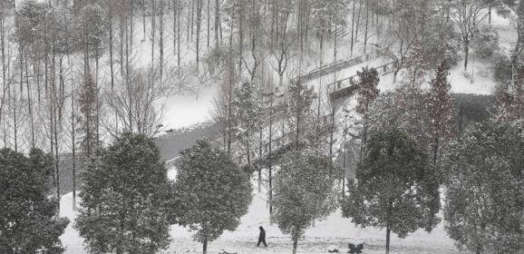 الصين تصدر تحذيرا من عاصفة ثلجية تقترب من شرق وجنوب البلاد