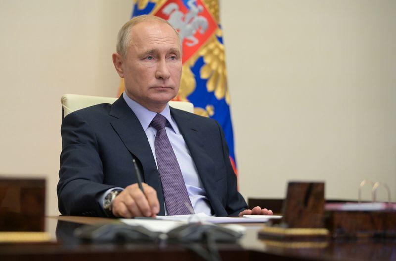 بوتين يوقًع قانون يلزم الشركات بأن تكون مستعدة للتسربات النفطية