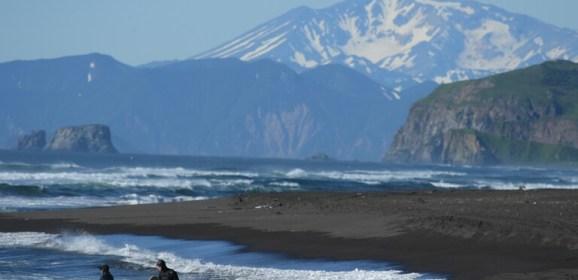 رصد هزتين أرضيتين قبالة سواحل كامتشاتكا شرقي روسيا