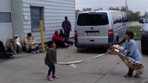 СМИ: Десятки просителей убежища продолжают бежать из США в Канаду