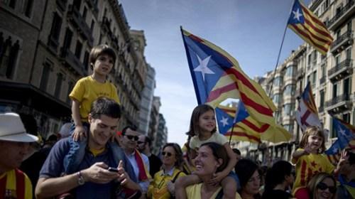 В Барселоне тысячи людей вышли на митинг за референдум о независимости Каталонии