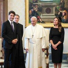 Премьер-министр Канады потребовал извинений у Папы Римского