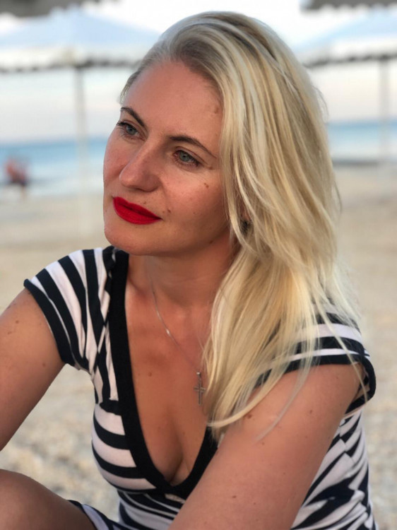 Oksana online dating profile photo tips