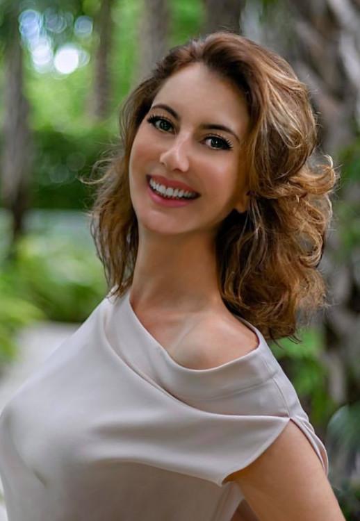 Anna online dating scams photos men