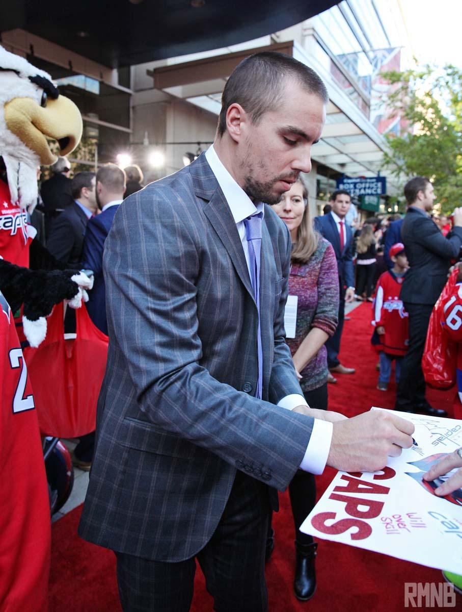 Matt Niskanen signs an autograph