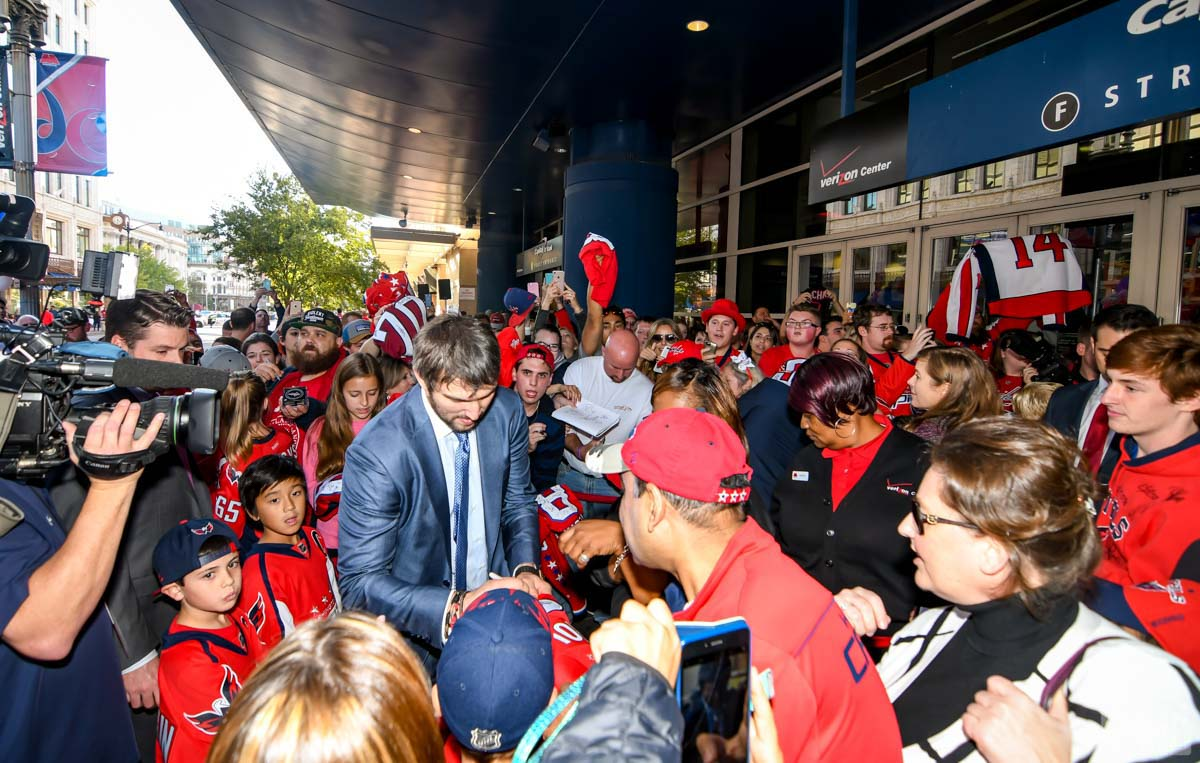 Ovechkin signs autographs