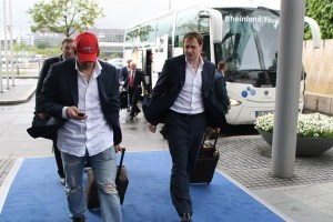 Alex Ovechkin arrives in Germany wearing a Capitals Hat. (Photo via Sovetsky Sport. Top Photo via Soviet Sport)