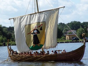 Full-scale replica of a Viking snekkja based in Morąg, Poland (Credit: Telewizjamsi)