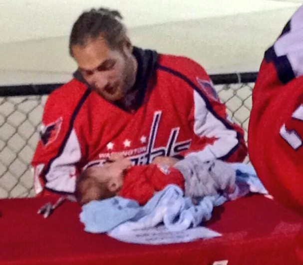 braden-holtby-signs-baby