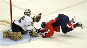 Semin's recent play epitomized in photo. (Photo: Susan Walsh. Above: Jim McIsaac)