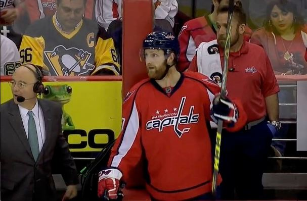 karl-alzner-between-the-glass
