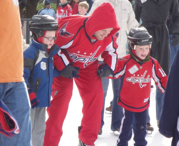 karl-alzner-with-kids