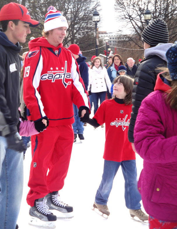 nick-backstrom-skating-with-fans