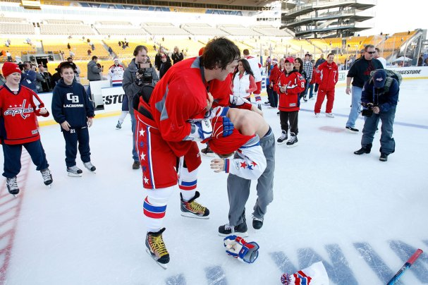 Alex Ovechkin gives GMGM's son a nice gift for New Year's