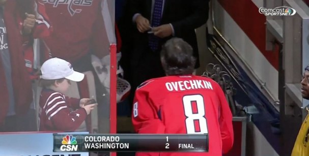 ovechkin-gives-away-puck