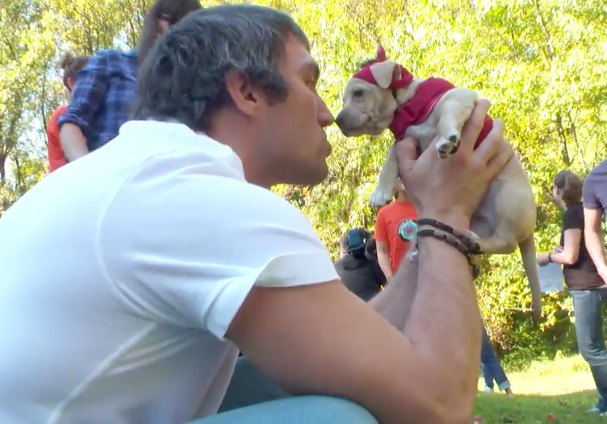 ovechkin-nuzzles-puppy
