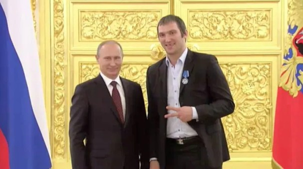 ovechkin-putin-peace-sign