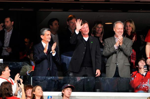 wayne-gretzky-at-caps-game