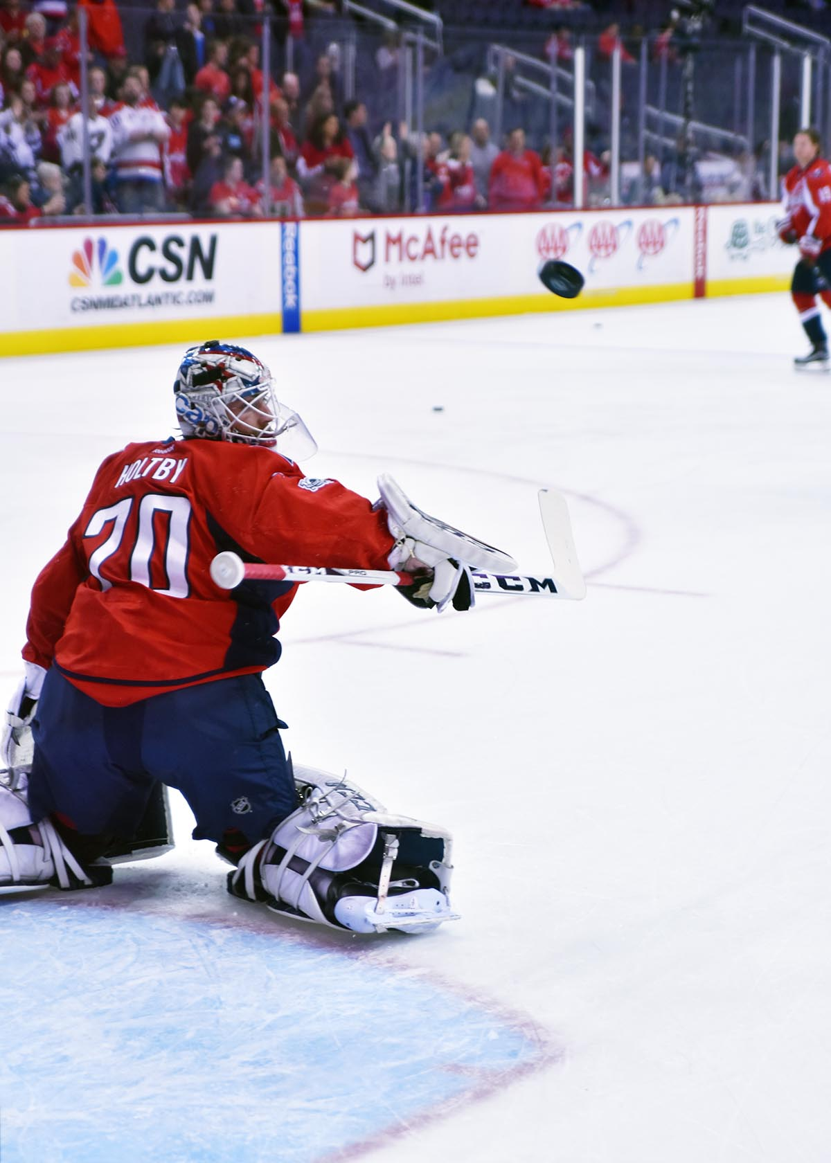 Braden-Holtby-Warm-Ups-2