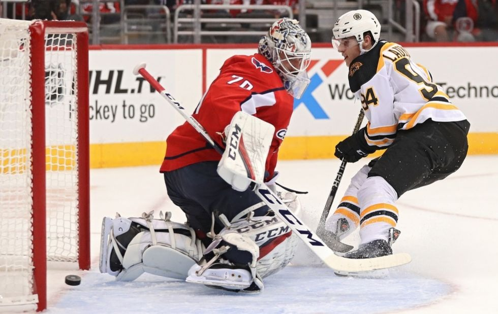 Backstrom helps Caps win 14th straight over Bruins, 4-2 | AP sports