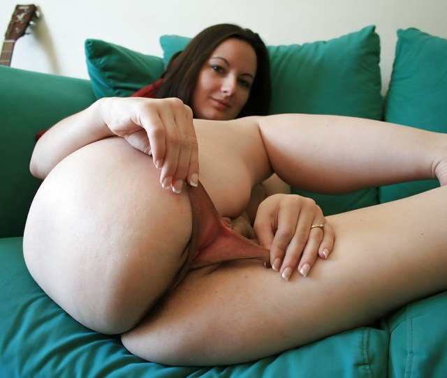 Brunette With Really Big Pussy Lips 3 Photos
