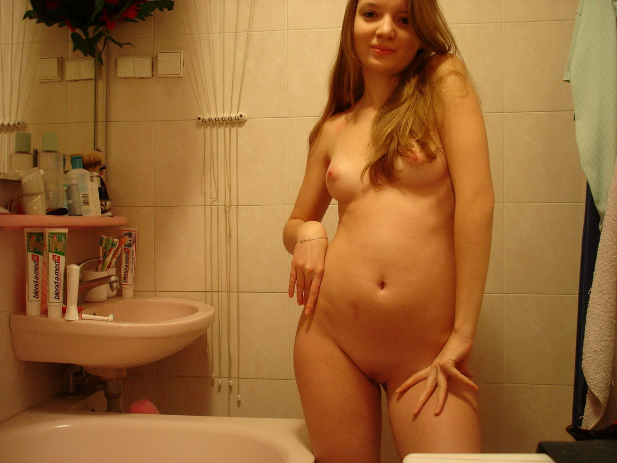 Very lovely amateur girl at bath  Russian Sexy Girls