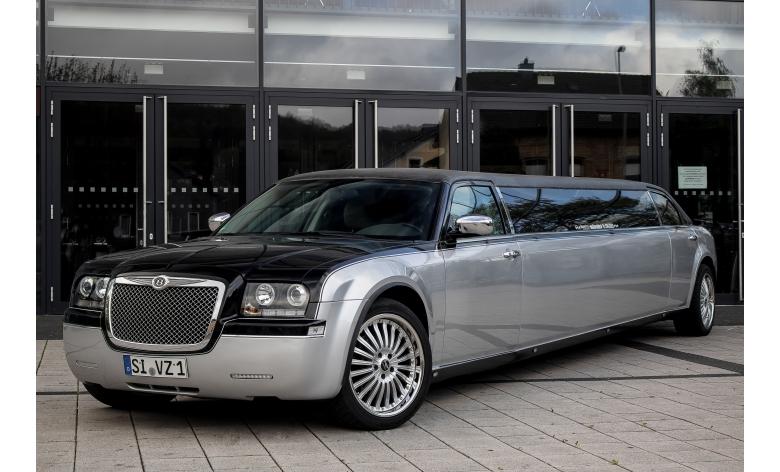 A limousine by Moonshine Limousinenservice