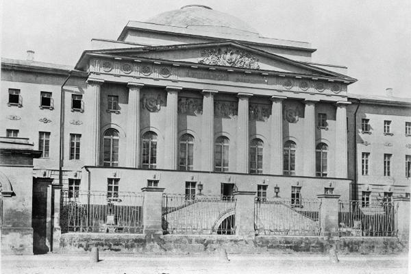 Старое здание Московского университета на Моховой. 1872 год / Фото: ПРЕДОСТАВИЛ М.ЗОЛОТАРЕВ