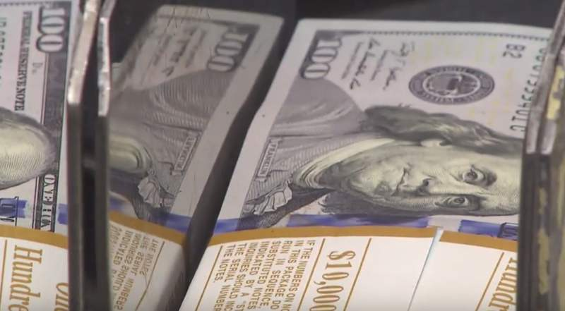 Russen erwarten in kommenden Monaten steigenden Dollar
