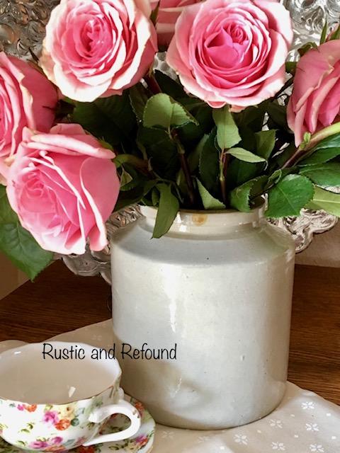 roses in crock1