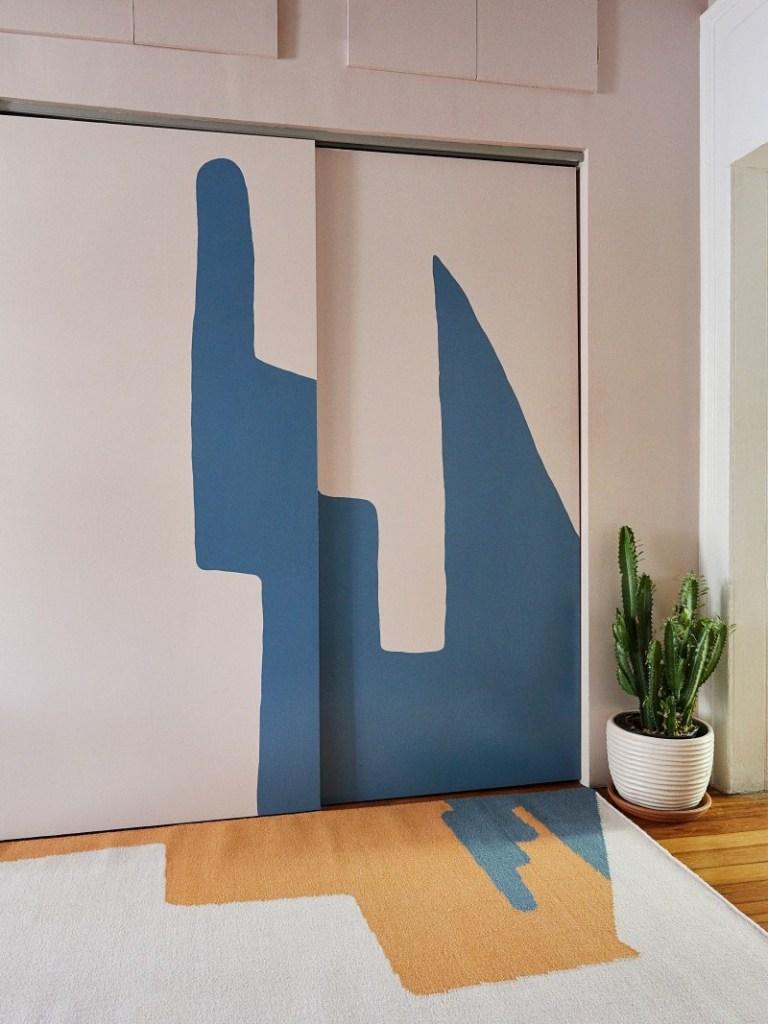 tapijt met color blocking op de muur