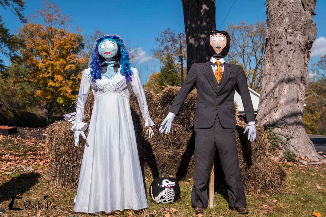 scarecrow decorating ideas getting married
