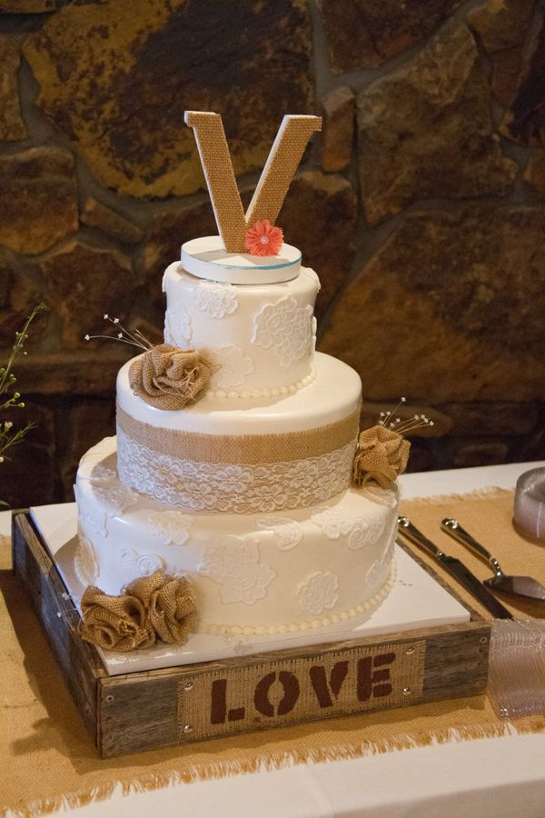 Great Winter Wedding Cake Ideas For You and Your Partner   Rustic Wedding Cakes Ideas