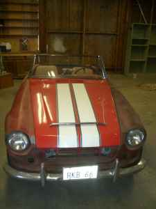 1966 Datsun Roadster front