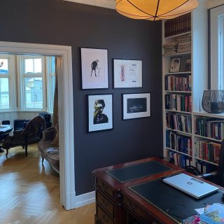 Stolt over å få være en del av dette kontoret! «Min» kunst er de to nederste. Hvilken kunst liker du å ha på kontoret? Eller vil du du helst ikke ha kunst der?😃 // Very happy to be a part of this office («my» art is those two at the bottom), - what kind of art do have in your office? If at all?😄 • #rutheart #rutheart_home #rutheart_mindscape #rutheart_kolerisktemperament