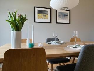 | reklame  C R🌷S P Y  Pulled pork på menyen i dag🍽 Ny rett for meg.. Har du smakt det?!  Og - de vakre bildene på veggen finner du hos rutheart 🔝  _____________________________________________ #rutheart_home #rutheart #kunst #art #interiørdetaljer #minimalisme #minimal  #minimalmood #renelinjer  #interiordesign #interiordecor #nordiskinteriør #interiør #interiordetails #skandinaviskstil #skandinaviskinteriør #interior #scandinaviandecor #scandinaviandesign #scandistyle #interiorstyling #mynordichome #homedecor  #minimalism #nordicminimalism #softminimalism #homeinterior #homeadore #nordiskehjeminspo #borddekking