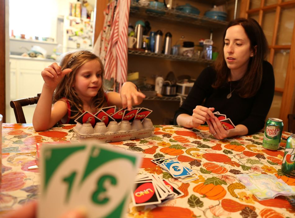 Maura and Laura play UNO