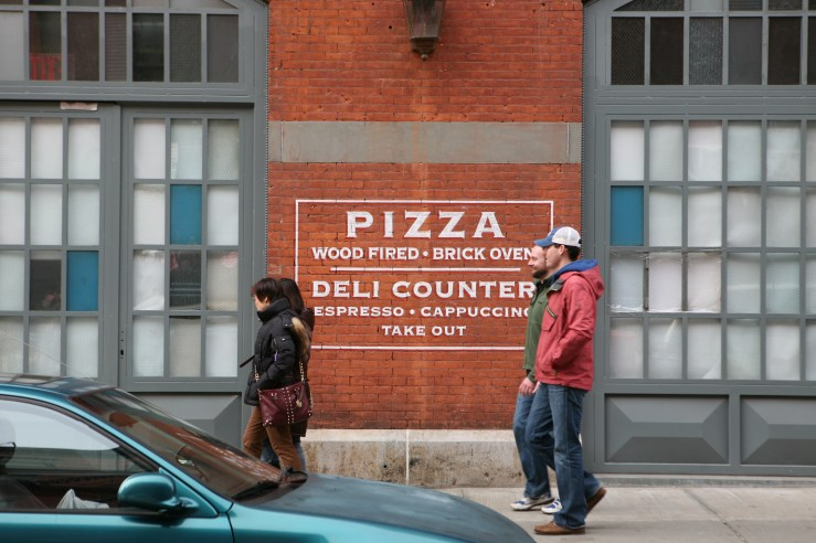 Pizza sign on brick