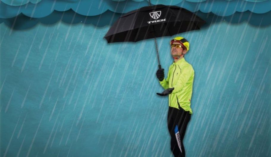 prendas-prioritarias-para-protegerse-mientras-se-conduce-la-bici-bajo-la-lluvia