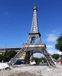 Trasladan la réplica de la Torre Eiffel al Parque Los Coquitos