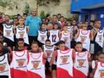 Regidor Vinicio Aquino dona uniformes a categoría pequeña del Club Deportivo El Hoyo