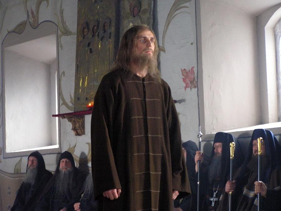 Протопоп Аввакум на Соборе обличал новолюбные ереси, за что был предан анафеме и также сослан