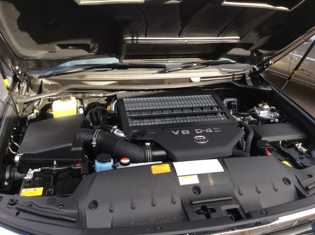 Toyota Landcruiser 200 Series Diesel V8 - 'Olaf' - RVeeThereYet