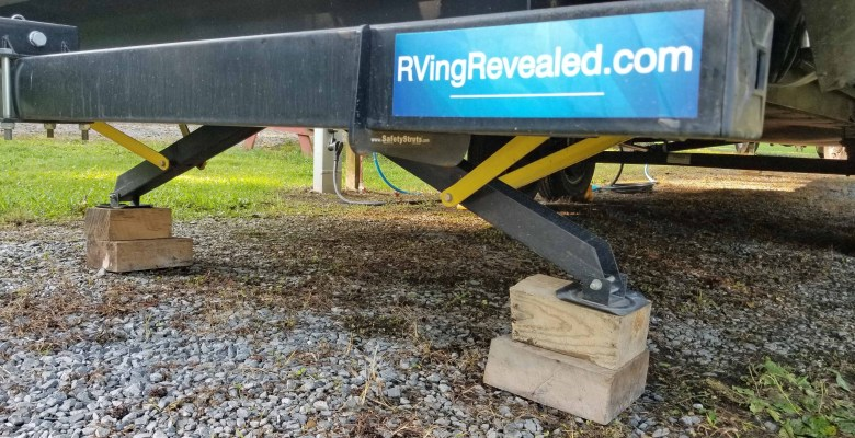 Fifth wheel travel trailer RV stabilizer