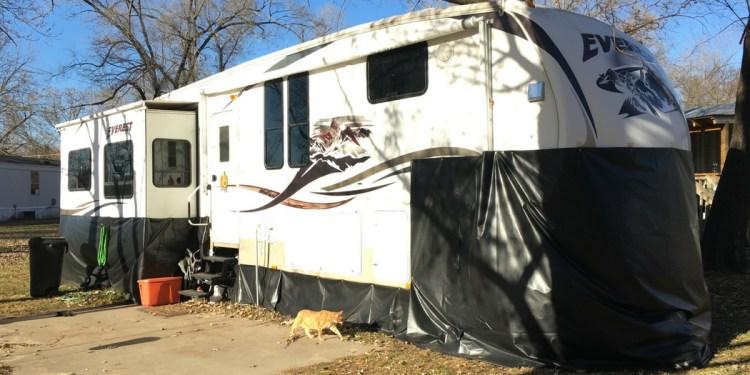 How We Made 200 Diy Vinyl Rv Skirting For Winter Camping