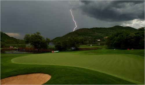 Lightning-on-a-golf-course.jpg