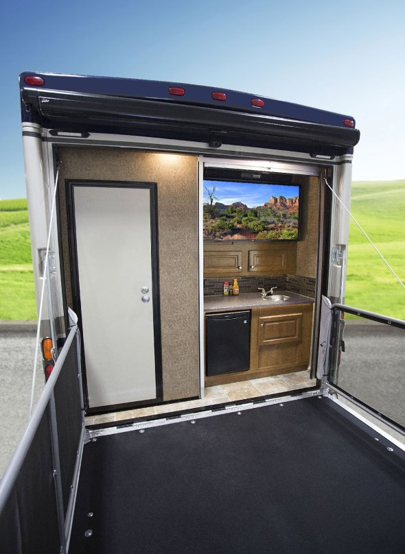 Outlaw 38RE Residential Motorhome Patio Deck