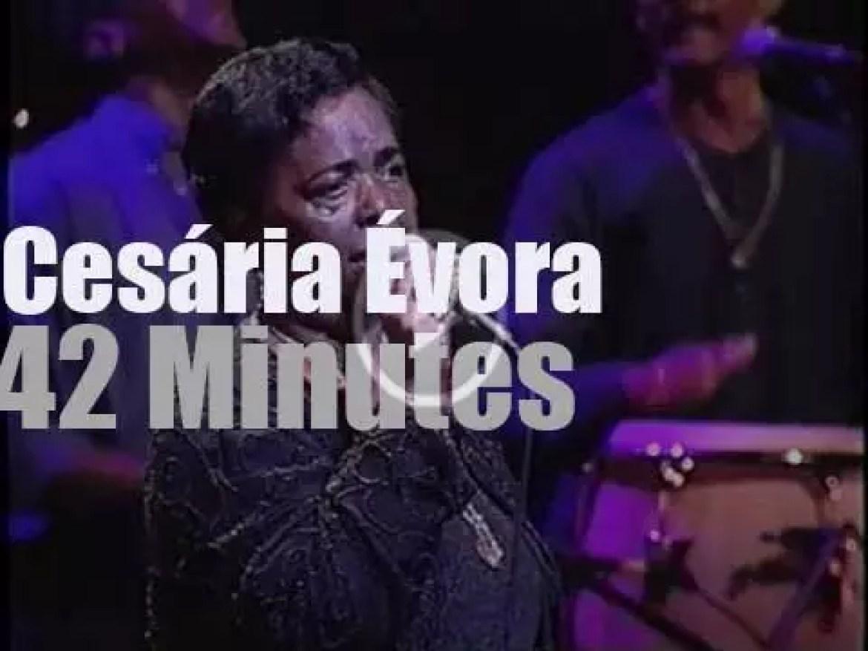 Cesária Évora performs in Sao Paulo (2000)